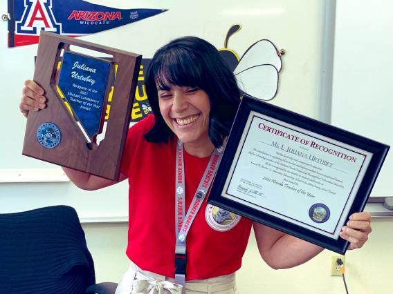 Juliana Urtubey holding her awards