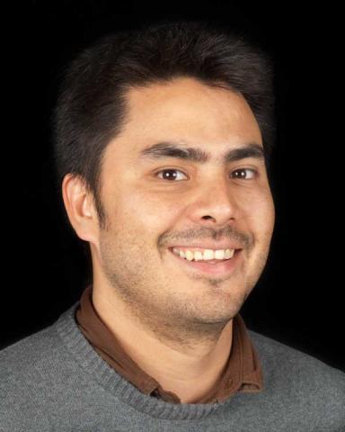 Alum Luis Carlos Davis hosts filmmaking workshop for aspiring filmmakers from Arizona and Sonora.